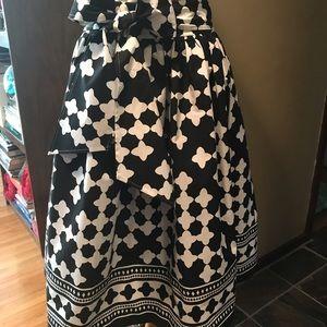 Kate Spade size 0 black and white logo full skirt